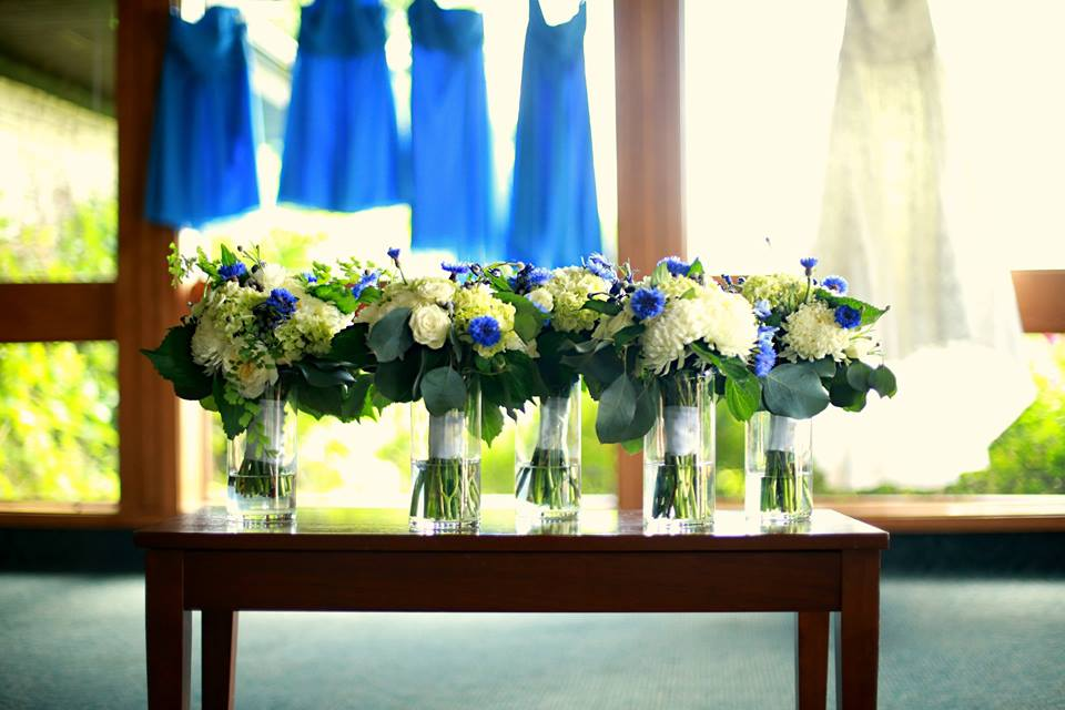 Erika&Joe.bouquets.dressesAudreyLeePortraits